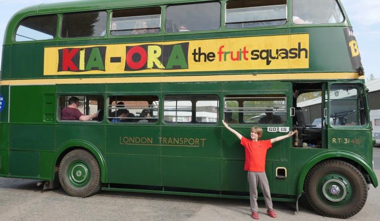 Thom+green bus2